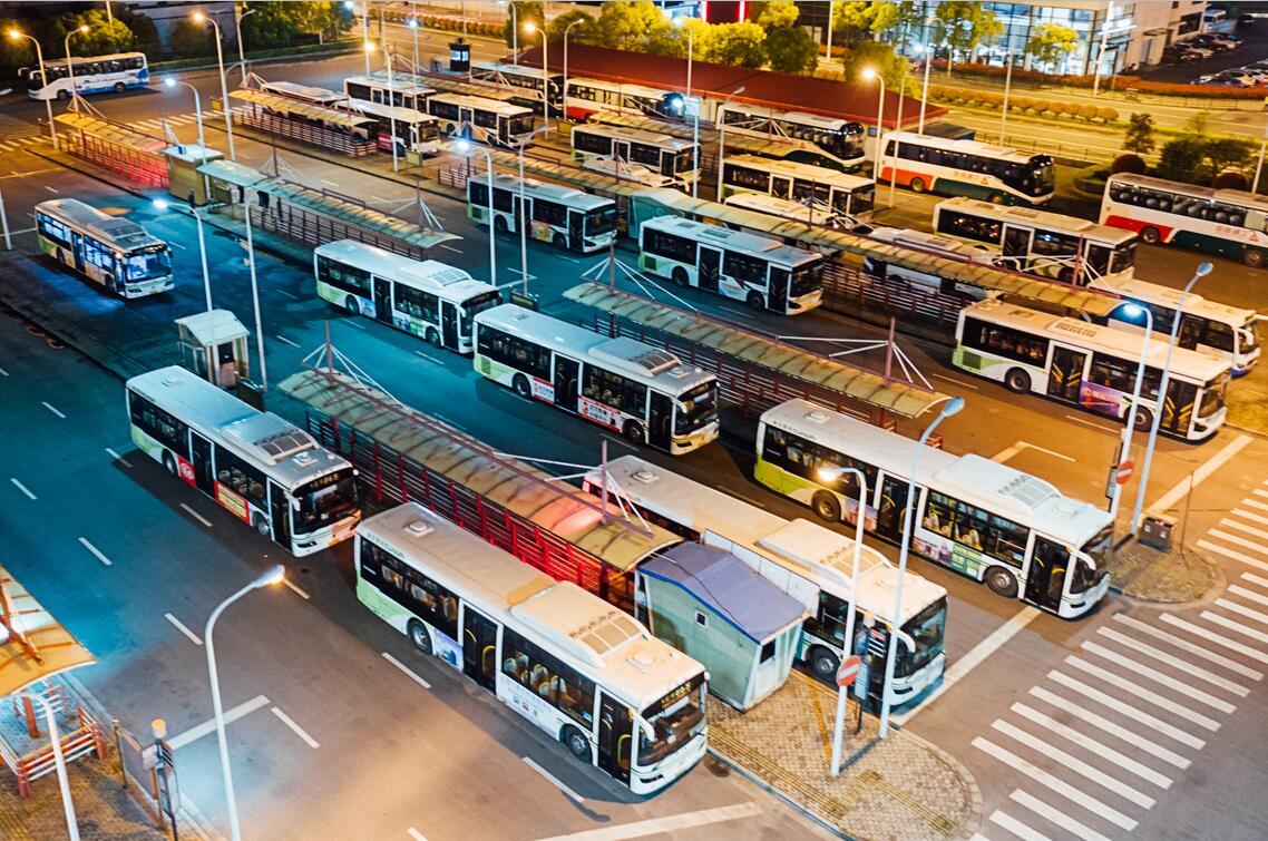 公交车司机一个月多少钱,工资待遇一览