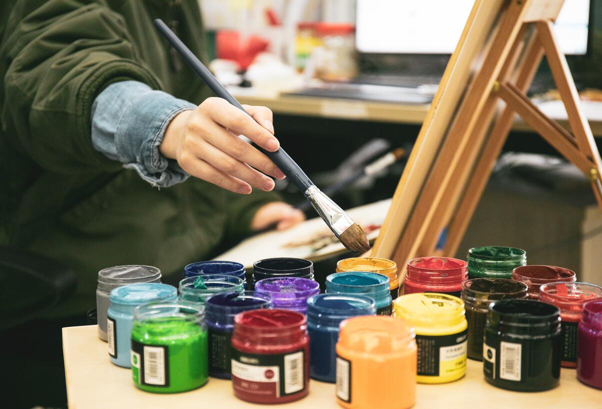 美术生兼职一般可以赚多少钱,摆地摊画素描赚钱技巧